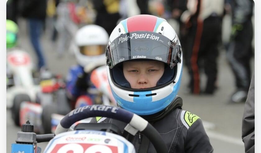 Mika van de pavert in zijn top kart