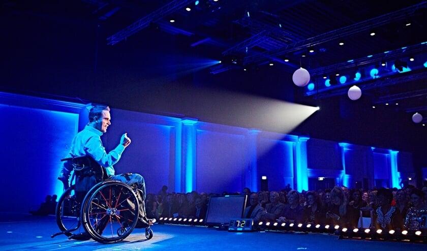 Het nieuwe platform 'Carlosmomentjes' is voortgekomen uit de bijzondere ervaring van Jaap Bressers na een heftig ongeluk. Sindsdien is betekenisvol leven zijn missie.