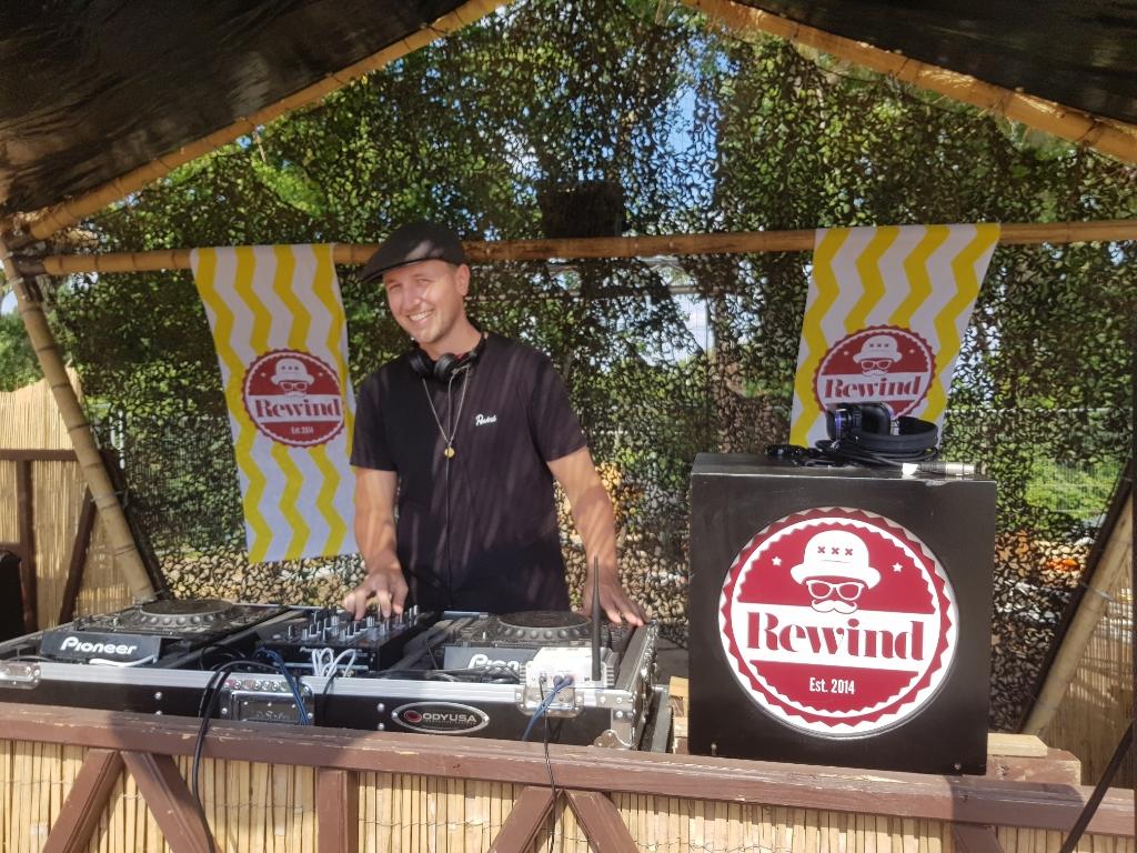 dj Molly, alias van Maarten van Drosselaar. Disco! House! R&B! Yeah! Foto: Gerard Sanberg © DPG Media