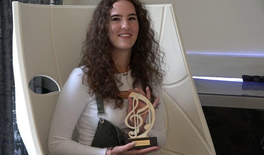 Zangeres Dania Schopman met Award
