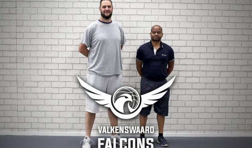 De coach oogt qua lengte dan wel niet als een basketballer, in de Nederlandse basketbalwereld is hij een grote naam.