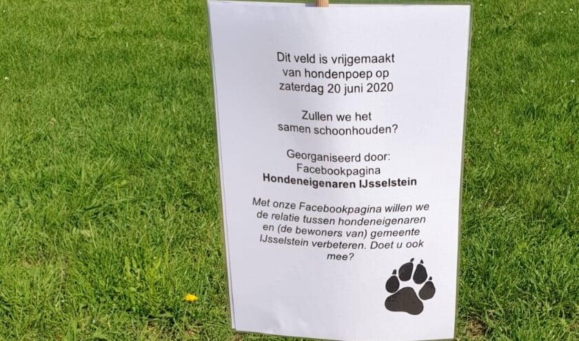 Een bordje op de Schepenensingel na de eerste opruimactie. Nu is het park bij de Kasteellaan aan de beurt. (Foto:  Roxanne de Goeij-Viehoff)