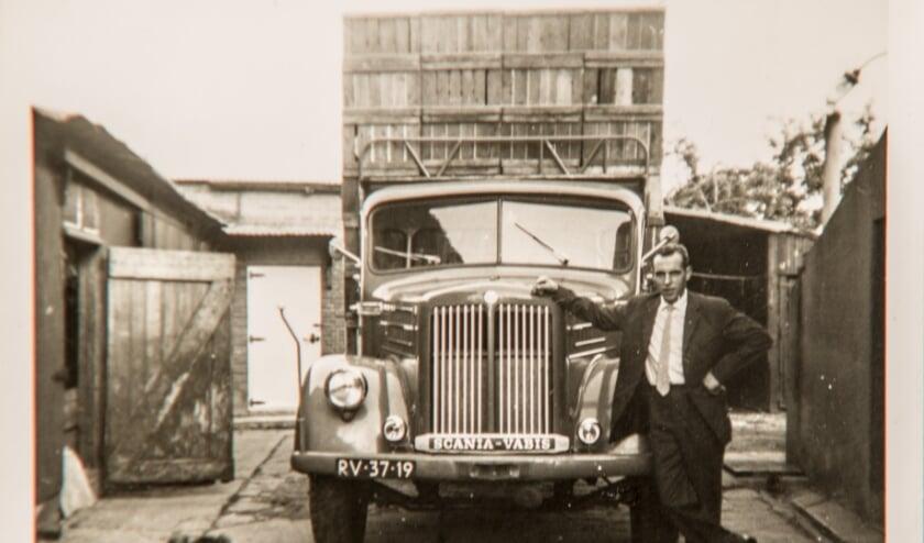 H.J. van Oort bij 1e voertuig