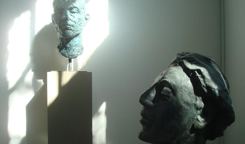 Twee beelden van Leendert Houtekamer: Musicus (rechts) en Vincent.