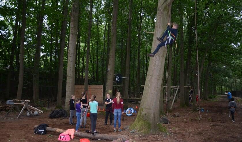 Leerlingen van groep 8 sportief bezig