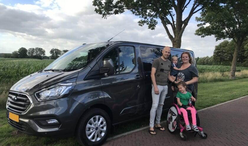 Het gezin Verweij is ontzettend blij met de nieuwe rolstoelbus. Het is ze gelukt met heel veel hulp uit de hele Bommelerwaard, en zelfs uit heel Nederland.