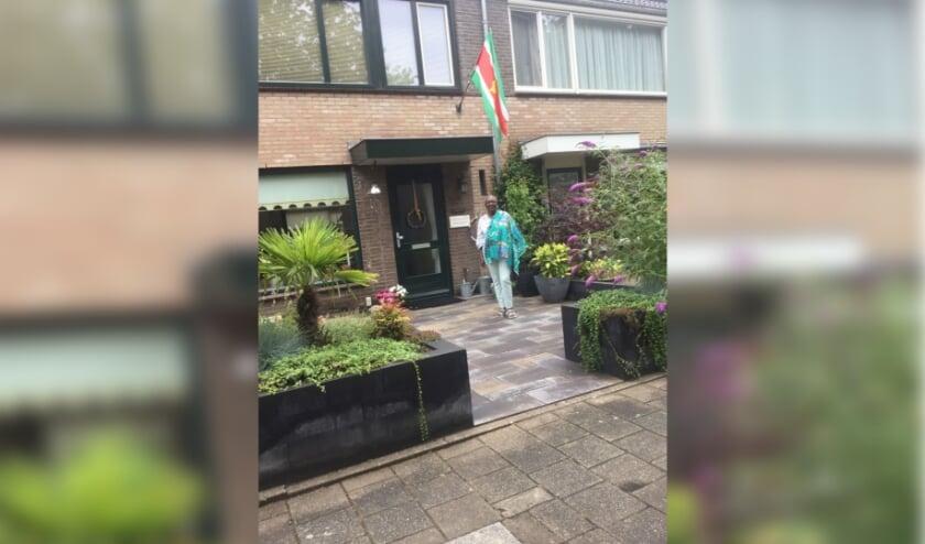 De Surinaamse vlag hangt uit aan de woning aan 't Melkhuis in Veenendaal.