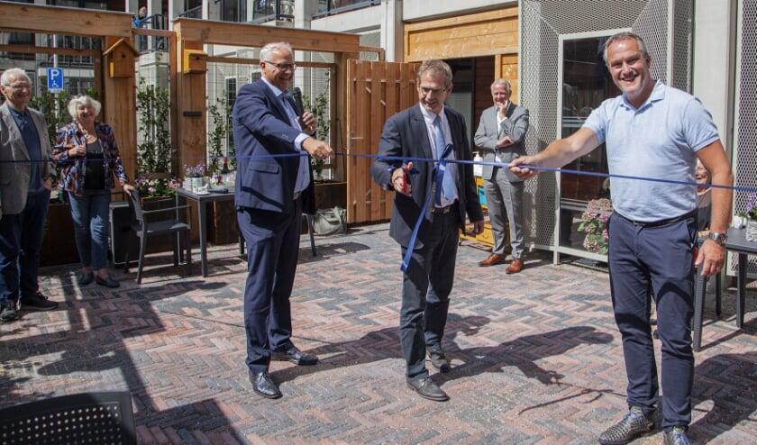 Met het openen van de Emmatuin is een lang gekoesterde wens van de bewoners in vervulling gegaan. (Foto: Cees van Meerten)