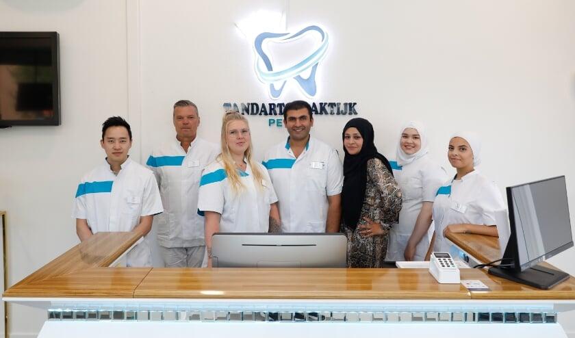 Het team van de nieuwe tandartspraktijk  Pernis.