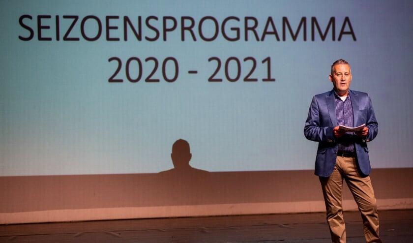 Interim manager Ivo van Harmelen tijdens de presentatie van het programma voor het nieuwe theaterseizoen (2020-2021) van sociaal cultureel centrum De Poorterij. Foto: Wesley de Wit
