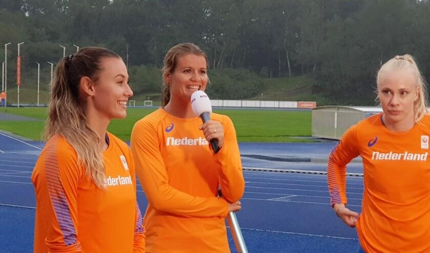 Dafne Schippers kwam donderdagavond, samen met Nadine Visser (links) en Marije van Hunenstijn weer in wedstrijdverband in actie. Op Papendal liep het trio, in het kader van de 'Inspiration Games', de 3 x 100 meter estafette.