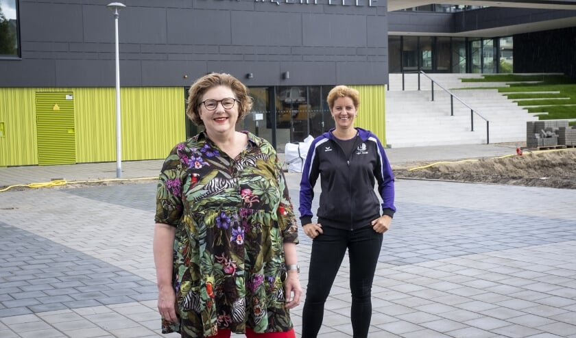 Willeke Thoen (voorgrond) en Mirjam Schallenberg: zin in Aquapelle.