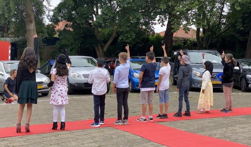 Een heuse première voor de eindmusicalfilm 'Stay at Home' van de bovenbouwleerlingen van de Kentalis Dr. P.C.M. Bosschool in Arnhem.
