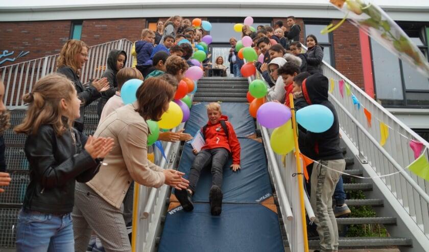 De kinderen uit groep 8 van De Walsprong in Zaltbommel beleefden een bijzonder afscheid! Foto: Valerie van Oord