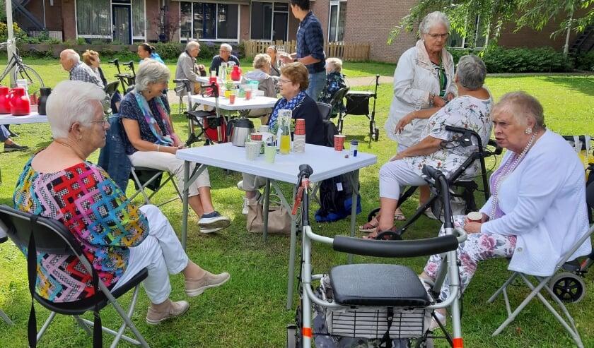 Gezellige ontmoetingen op het Pop-up terras in het Rhoonse Ghijseland.