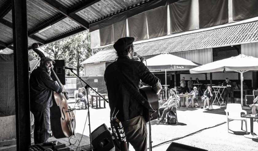 Na eerdere uitverkochte edities gaat FoxFarm verder met de reeks (semi)akoestische concerten in de Reeshof.