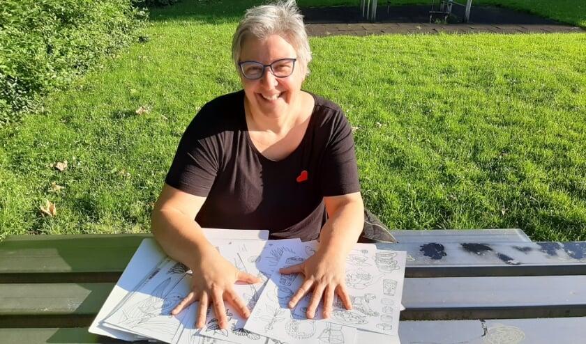 """Nancy Boone: """"Natuurlijk komt er ook nog een tekening met het thema vakantie in Nederland."""" (Foto: Naomi Wijling)"""