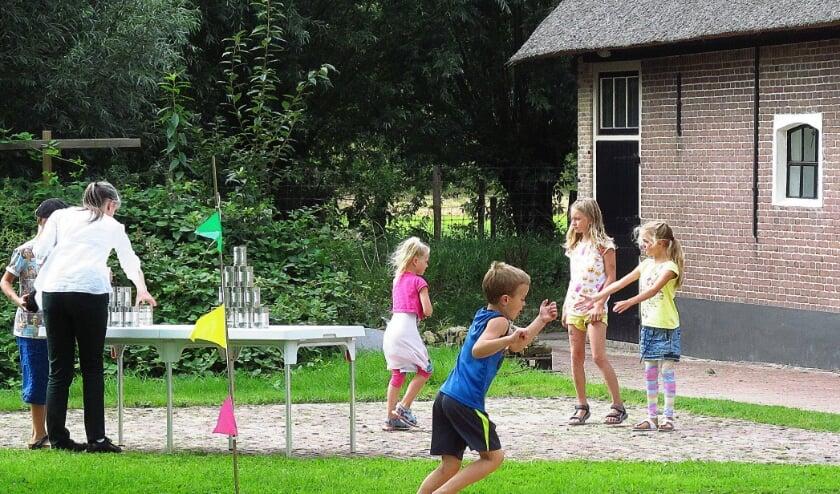 Elke woensdagmiddag in augustus zijn er oud-Hollandse spelletjes te spelen op het terrein van boerderij Oost-Leeuwenstein.