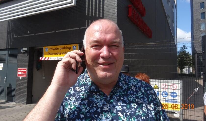 Ed Braam en zijn partij geven trainingen aan bewoners over de 'Mijn Gemeente' app. Foto: Ed Braam.