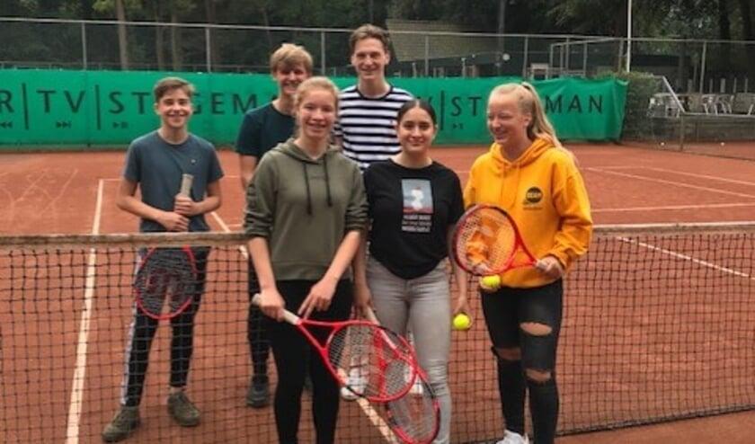 Tennissers Siem Andal, Zeger Beekstra, Bart Flenter, Sienna Braun,Zerremin Araz en Louise de Gelder.
