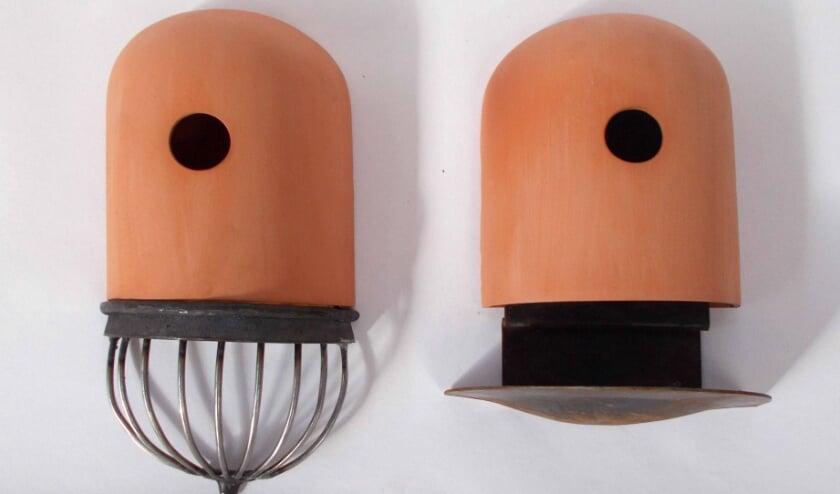 Twee bijzondere terracotta vogelhuisjes, de prijs bij de fotowedstrijd Mein Haus.