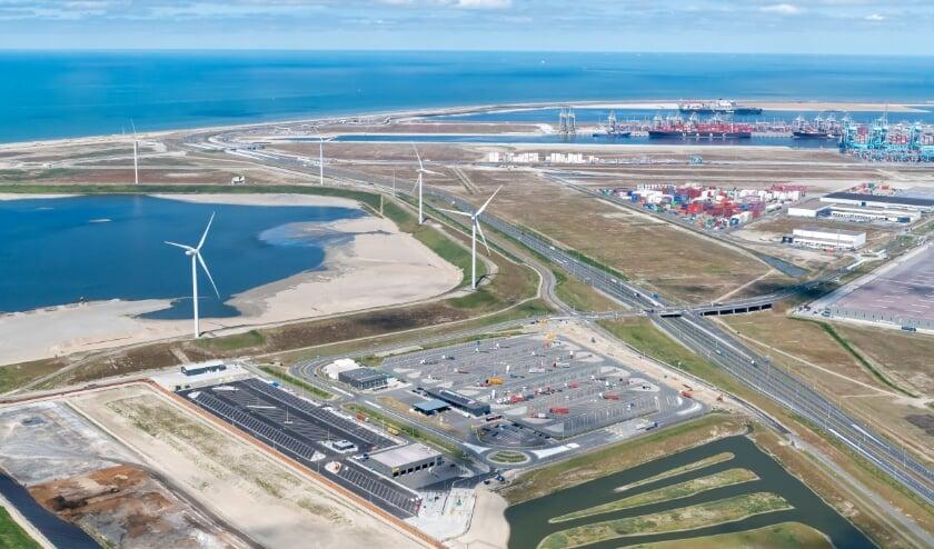 Nieuwe parkeerplaats op de Maasvlakte: centraal gelegen en van alle gemakken voorzien. (Foto: Paul Martens)