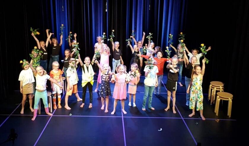 Leerlingen van het Theaterhuis speelden zaterdag op een echt podium, terwijl het publiek thuis meekeek via een live-stream. (Foto's: pr)