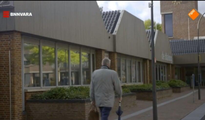 Tv-fragment van Opstandelingen. Burgemeester Baars: ''In een kort fragment op straat reageer ik geïrriteerd.''