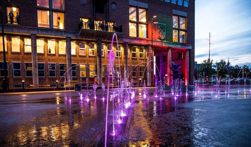 Het Burgemeester Jansenplein is van een saaie en rommelige parkeerplaats veranderd in een aantrekkelijk evenementenplein met een uitgebreide fonteininstallatie.