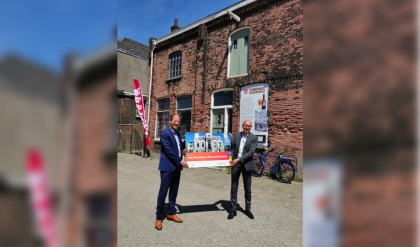 Directeur Kees-Jan Dosker (l) van Nationaal Restauratiefonds en John Massaar, directeur Fonds Schiedam Vlaardingen. (Foto: Privé)