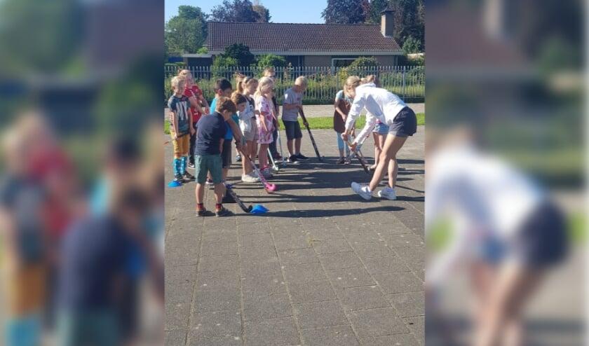 Hockeytraining bij de Stefanusschool