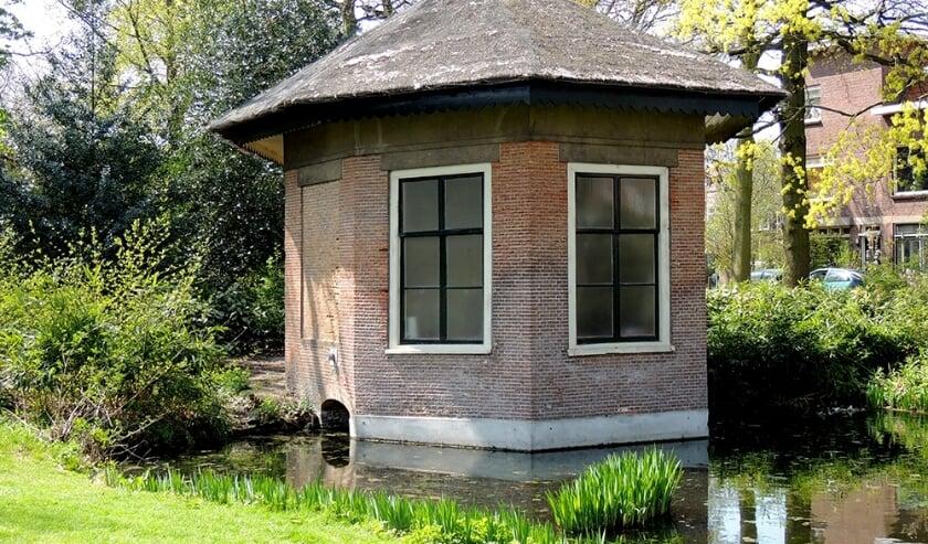 Oud-Rijswijk kent mooie monumenten zoals Theekoepel Park Hofrust. Wim Dammers laat ze u tijdens de wandeling graag zien. Foto: HVR