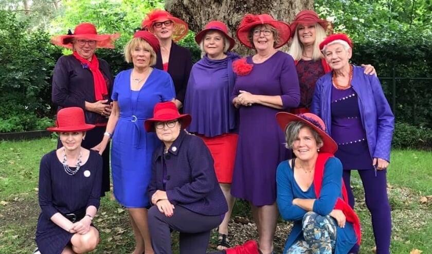 De leden van RHS Rode Marikens van Nimwegen bijeen op 5 juli.