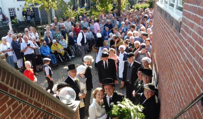 Die historische bruiloft voor 'hun' dorp in september 2019 zullen Elise en Evert niet snel vergeten. De echte; vrijdag in Woerden, vast ook niet. (Foto: Archief Janneke Severs-Hilgeman)
