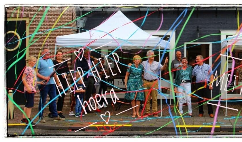 Een feestelijke 'afscheidsfoto' met onder meer Ans en Jan van Pelt én Ria en Jan van der Valk. Foto: Van Pelt