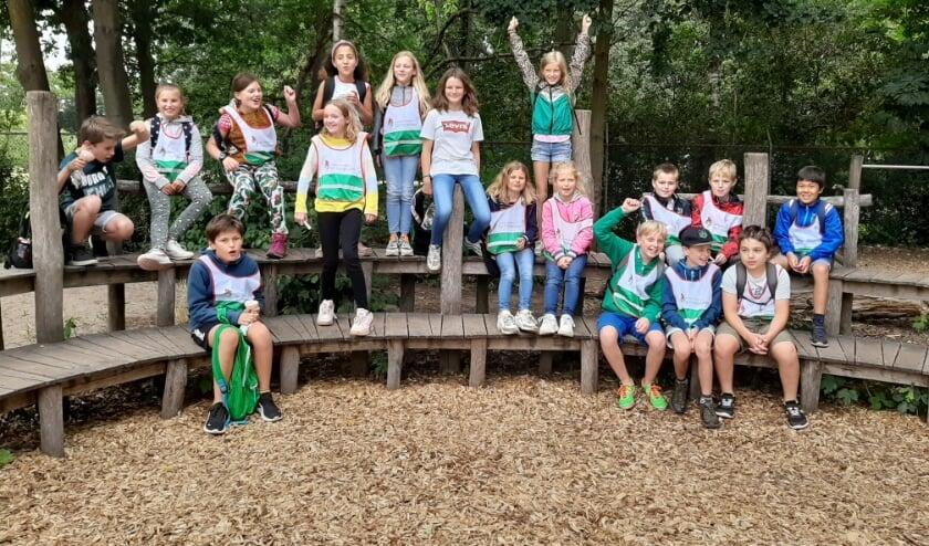Groep 6 van de Prinsenakker op het schoolplein klaar om te wandelen!
