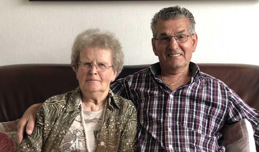 Jan en Mariet Van Kuik zijn alweer 60 jaar getrouwd. Sinds 1956 zijn ze - na een eerste dans - onafscheidelijk. Op 15 juli 1960 werd hun liefde bezegeld met een huwelijk.