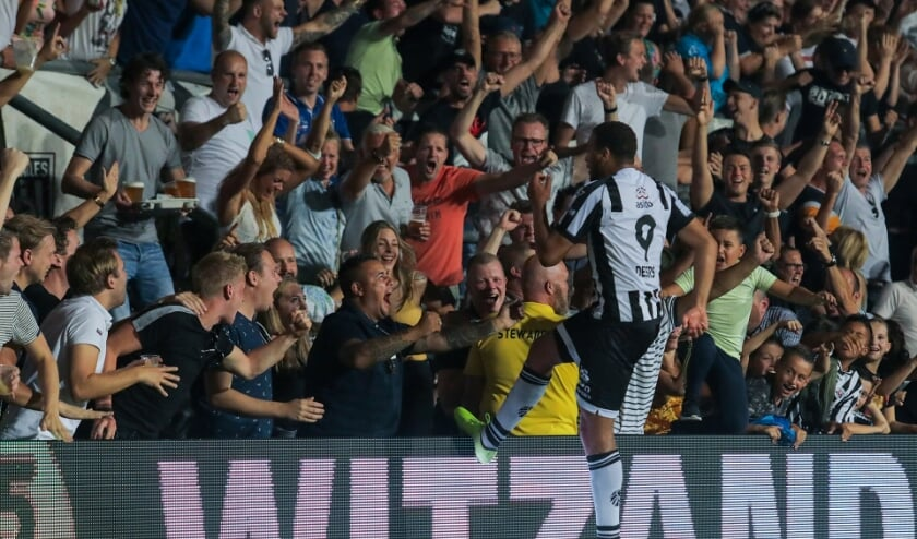 Cyril Dessers heeft gescoord namens Heracles Almelo. (Foto: Stan Wissink)