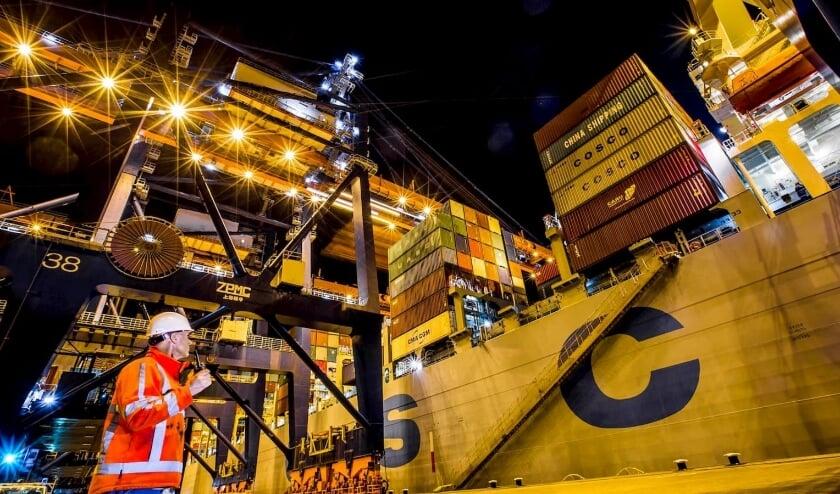 Container operator Maaslvlakte,  Havenbedrijf Rotterdam