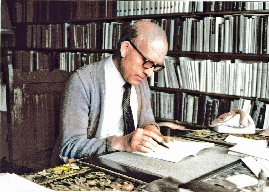 Dominee Cornelis Graafland in zijn studeerkamer. Foto:  © DPG Media