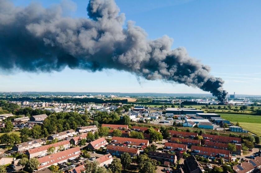 Brand in autosloperij in de Maststraat in Duiven.