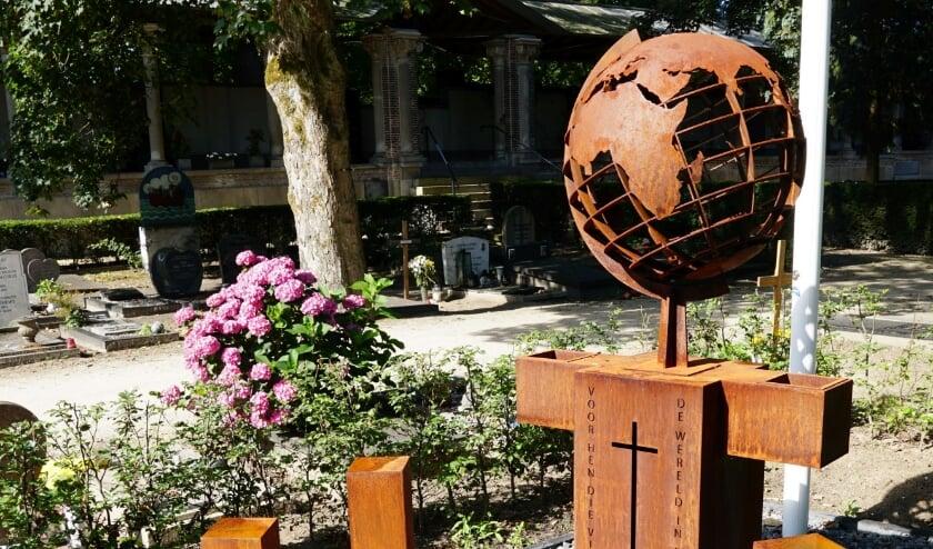 Op de R.K. Begraafplaats St. Laurentius wordt vandaag een monument voor zes oorlogsslachtoffers onthuld.