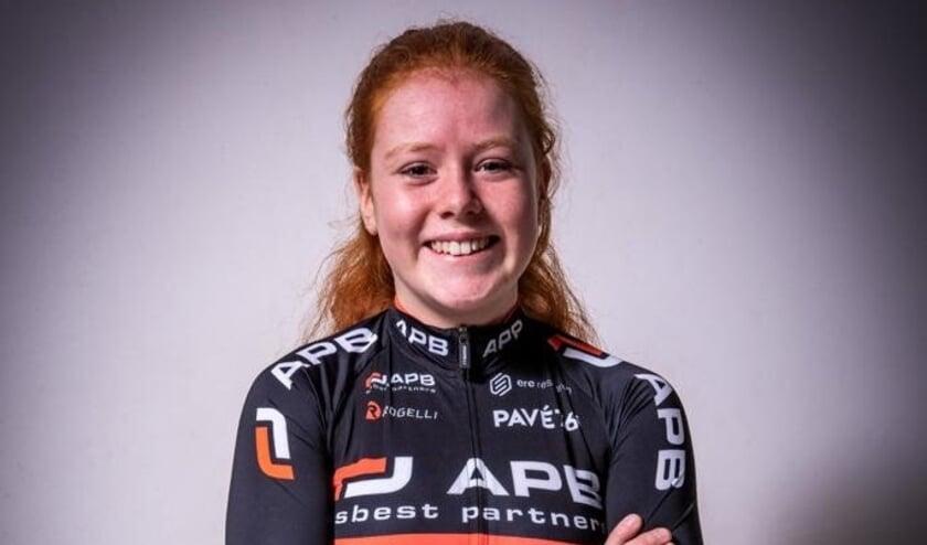 Silke Blei vormt samen met 6 andere meiden het APB Junior Women Development Team. Ze kunnen niet wachten op de echte start van het wielerseizoen met internationale wedstrijden. Foto: Daniël Velsen