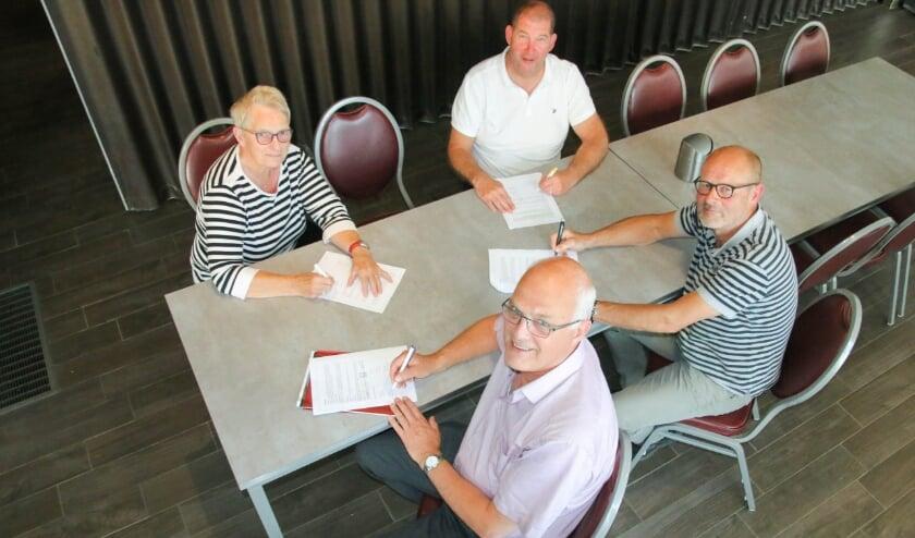 De vier voorzitters van de samenwerkende verenigingen: Elly Geurtsen (NVC), Jan Aalders (GWVV), Frans Stieber (SDOUC) en Ben ten Broek (Ulftse Boys).