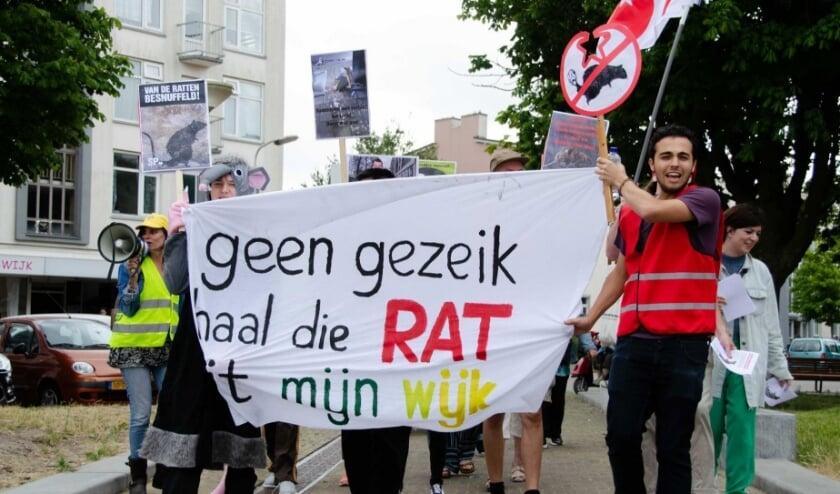 Bewoners van Moerwijk gingen een jaar geleden samen met de SP de straat op om het rattenprobleem in de wijk aan te kaarten.
