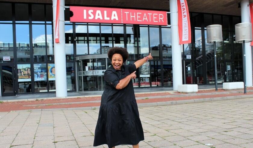 Marjorie voor het Isala Theater in Capelle, waar zij 29 augustus twee concerten zal geven.