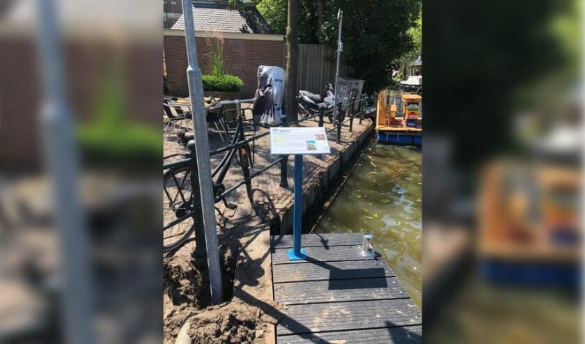 De Montfoortse sloepensteiger - met infobord - ligt in de Hollandse IJssel ter hoogte van restaurant IL Falco en grenst aan de Willem III vaarroute. (Foto: Stichting OHW)