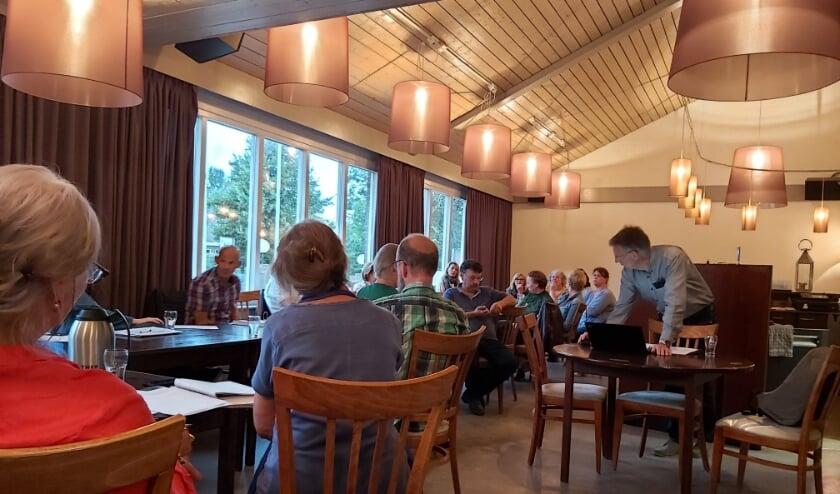 De huidige gebruikers van Dorpshuis de Kil buigen zich met HRC'14 over de plannen voor het nieuwe voetbalcomplex met dorpshuisfunctie.