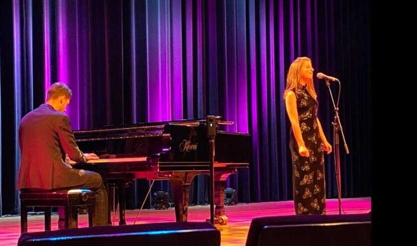 Chelsea en Neil Foreman tijdens de opnames van TheaterThuis.
