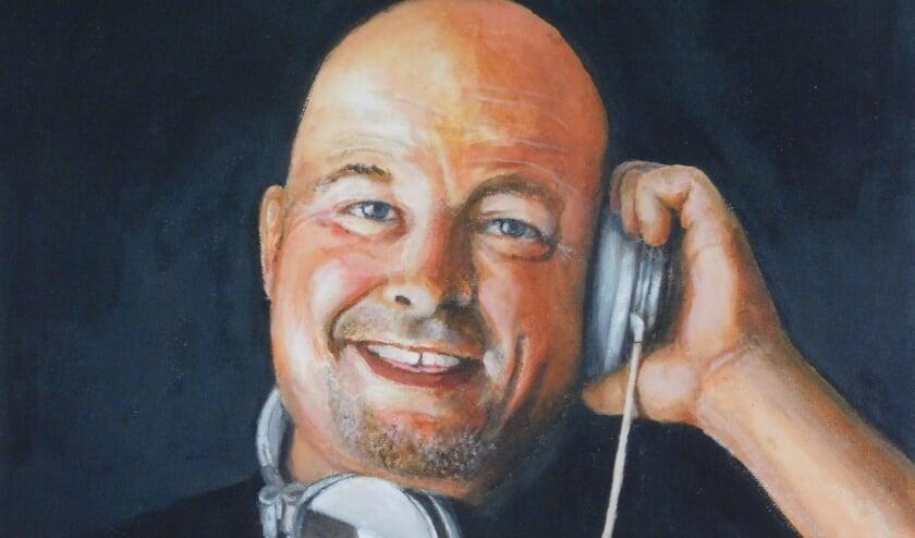 Ries Fiere portretteerde bekenden en dorpsgenoten, zoals DJ René van Dalen.(Foto: Arie Pieters/kunstcommissie)